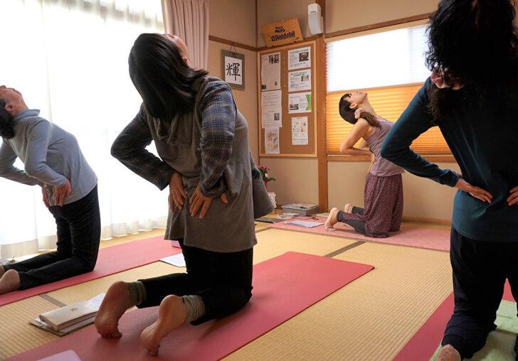 体が硬い人も安心のヨガ「サロンAkiko」 (1)