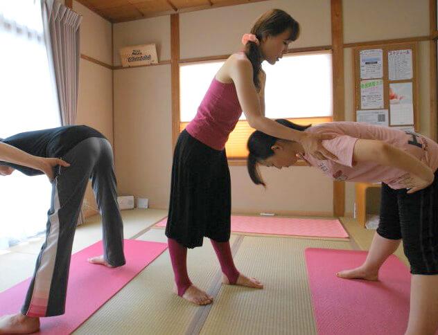体が硬い人も安心のヨガ「サロンAkiko」 (2)
