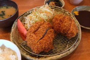 近大病院のすぐ近くにある「とんかつ鶴亀」にランチを食べに行ってきましたよ!