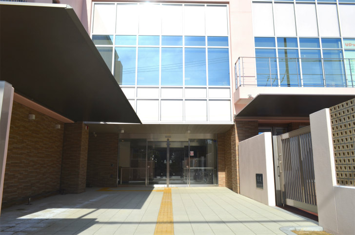 「UPっぷ」玄関