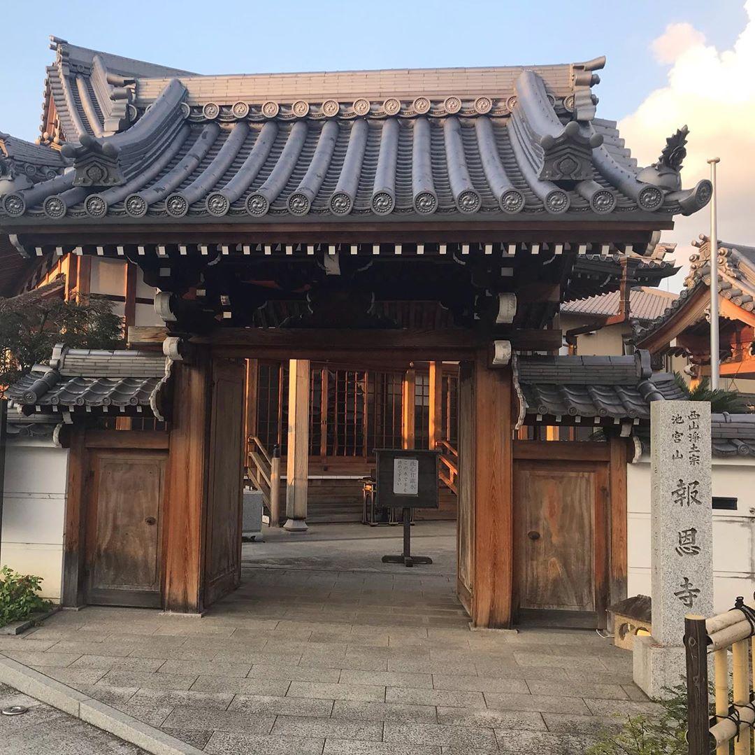 散歩途中に報恩寺(ほうおんじ)に寄ってきました。