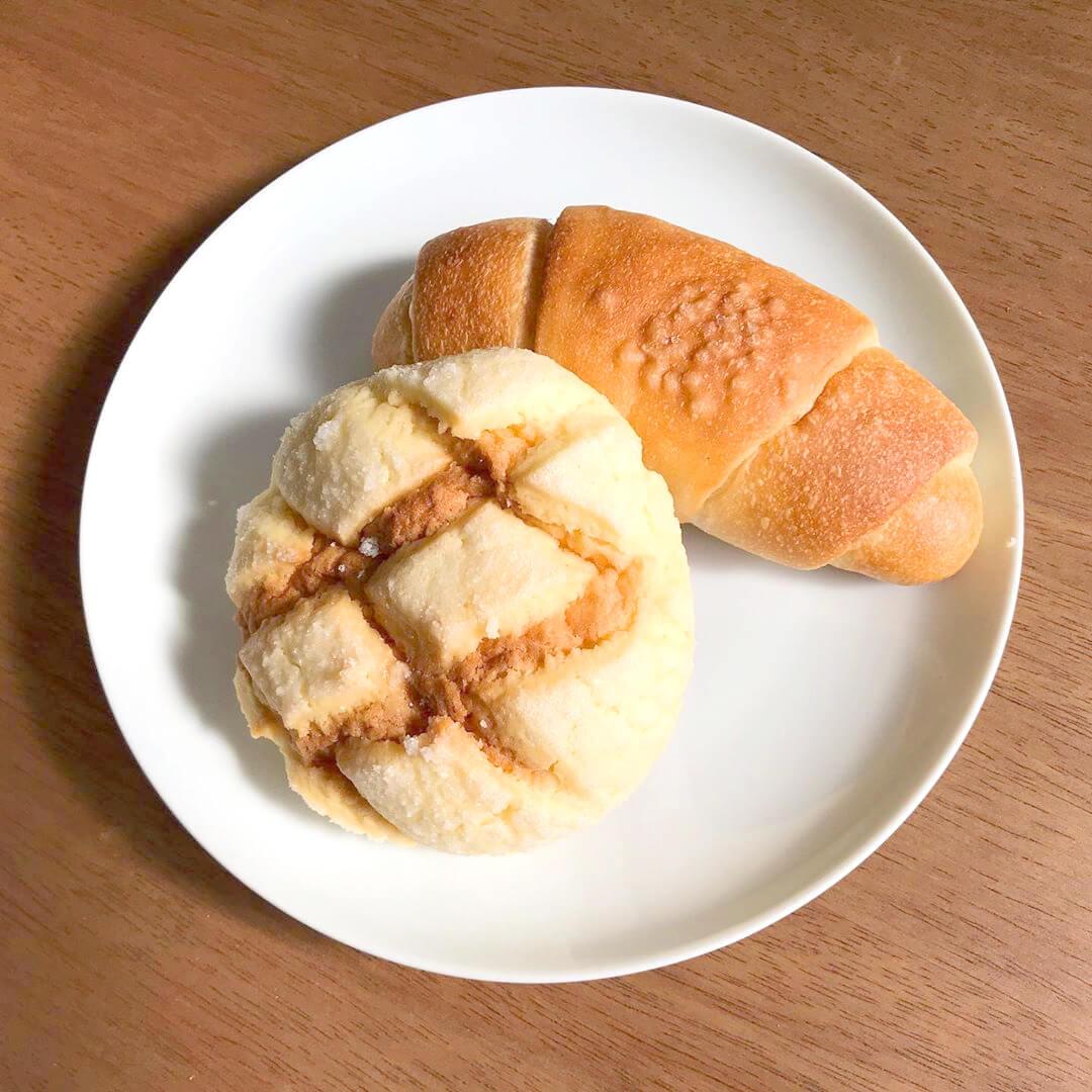 イオン金剛店のすぐ側にあるパン屋さん「BLUE TREE BAKERY(ブルーツリーベーカリー)」さんに行ってきました (2)塩パンやメロンパン