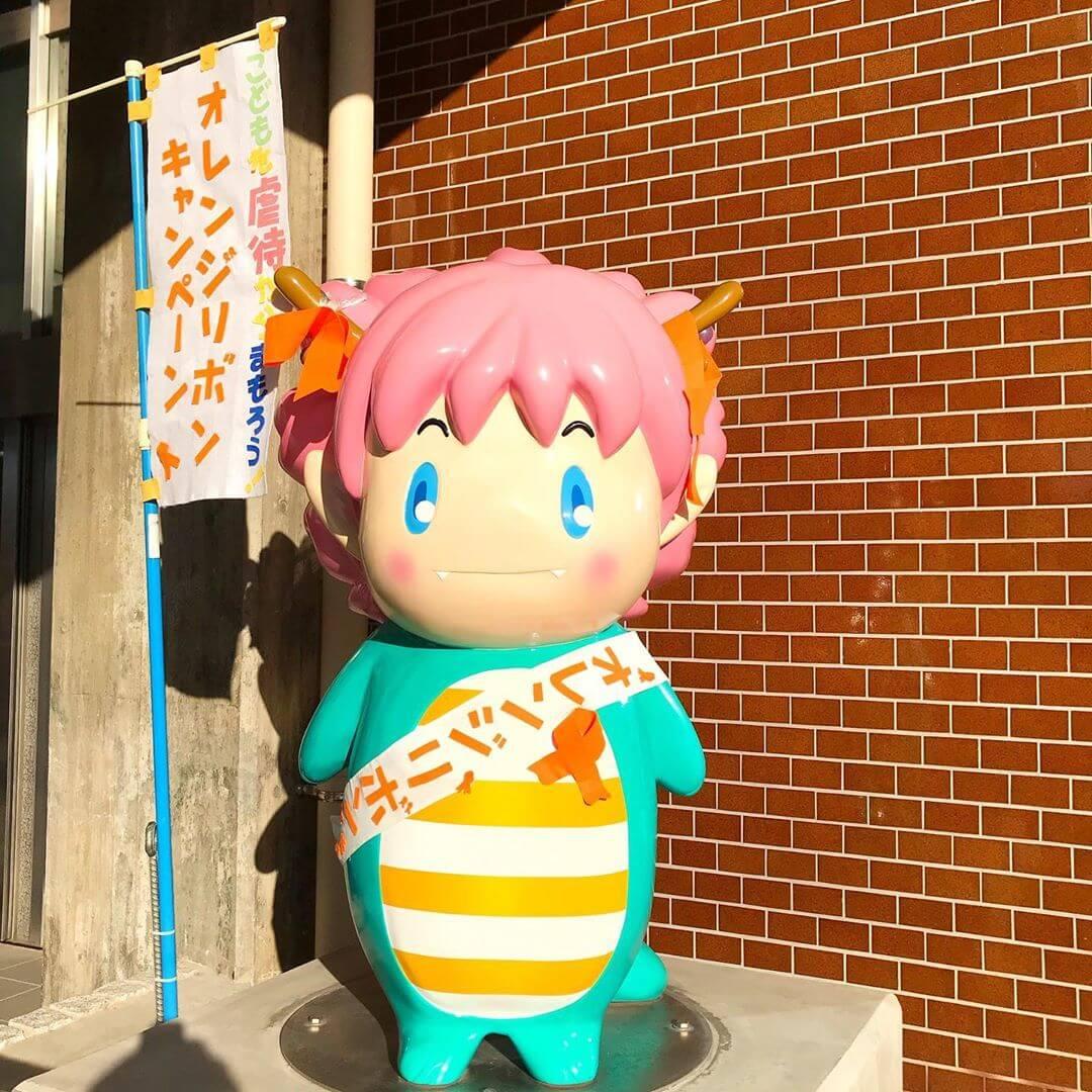 【児童虐待防止推進月間】大阪狭山市のマスコットキャラクター「さやりん」に可愛いオレンジリボンが付いていました