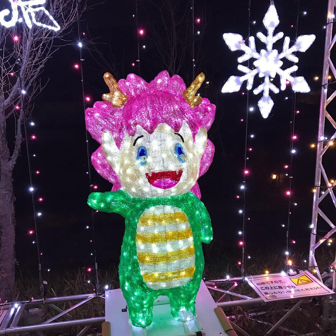【2019年】現在、狭山池北堤では桜並木にイルミネーションの灯りが灯り、幻想的な光の華が咲いています! (1)