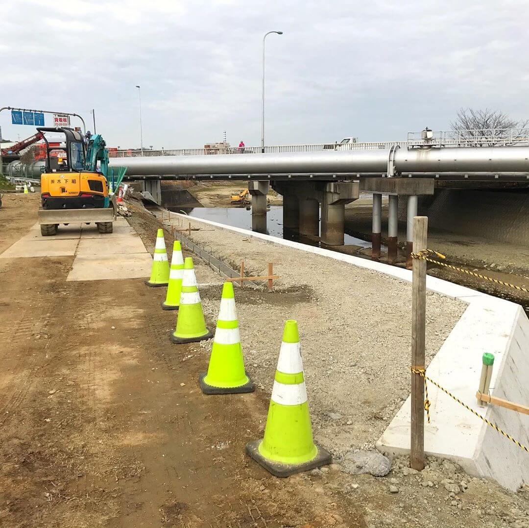 狭山池の南側を通る府道202号に「アンダーパスの歩道」を新設する工事みたいです (4)