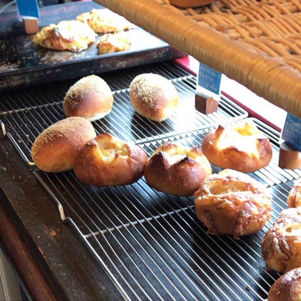 大阪狭山市駅前のパン屋さん「Pain+(パンプラス)」に散歩途中に寄ってきました (1)