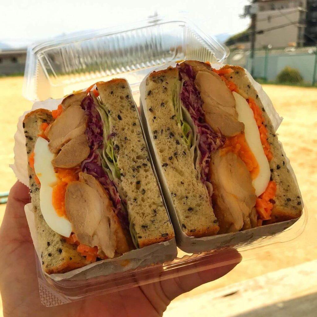 【無添加のふわふわパン】西山台にある「BREAD&(ブレットン)」さんでサンドイッチをテイクアウトしてきました (3)