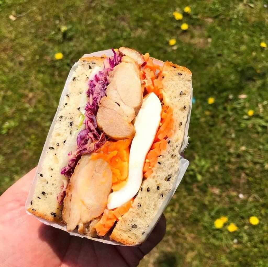 【無添加のふわふわパン】西山台にある「BREAD&(ブレットン)」さんでサンドイッチをテイクアウトしてきました (1)