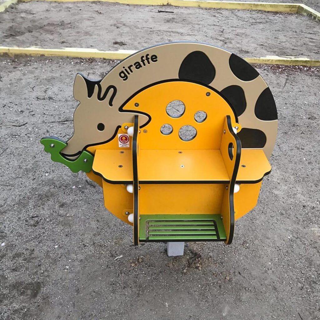 東野第1公園の遊具がリニューアルされているのを発見しました (2)