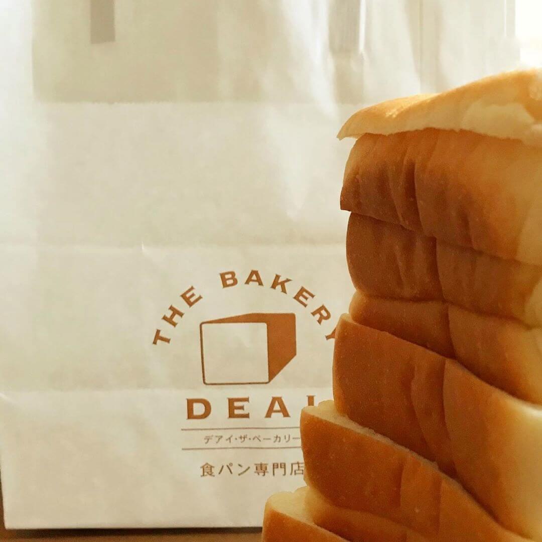 食パン専門店「DEAI THE BAKERY&CAFE(デアイ・ザ・ベーカリー&カフェ)」に散歩途中に行ってきました (1)