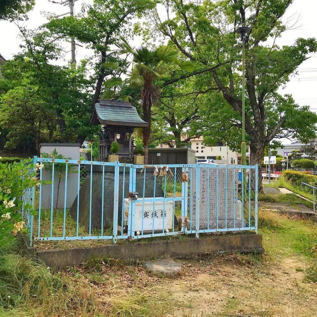 茱萸木と大野台の境目に「塞の神(さいのかみ)の祠」を見つけました (2)