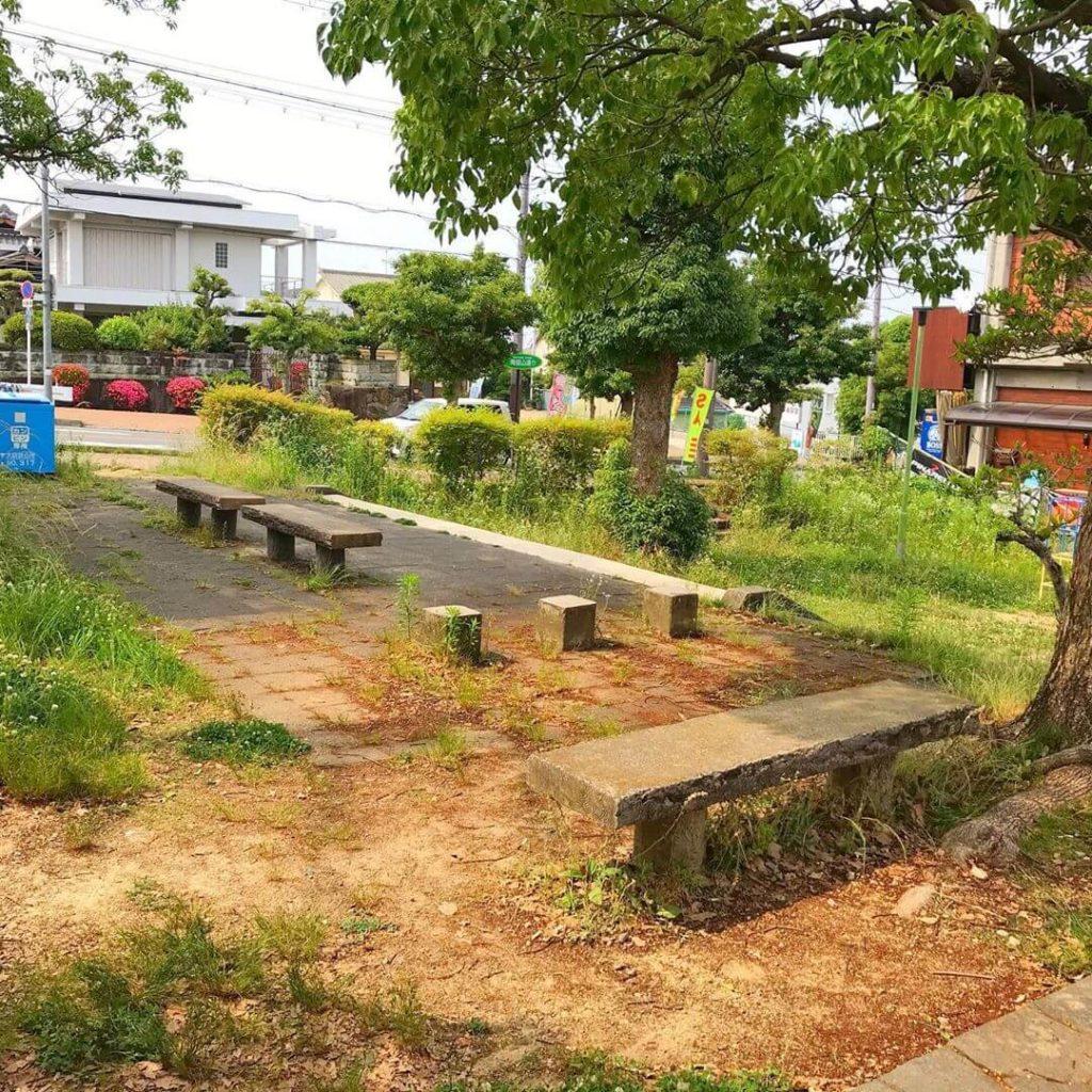 茱萸木と大野台の境目に「塞の神(さいのかみ)の祠」を見つけました (1)