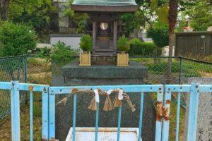 茱萸木と大野台の境目に「塞の神(さいのかみ)の祠」を見つけました (3)