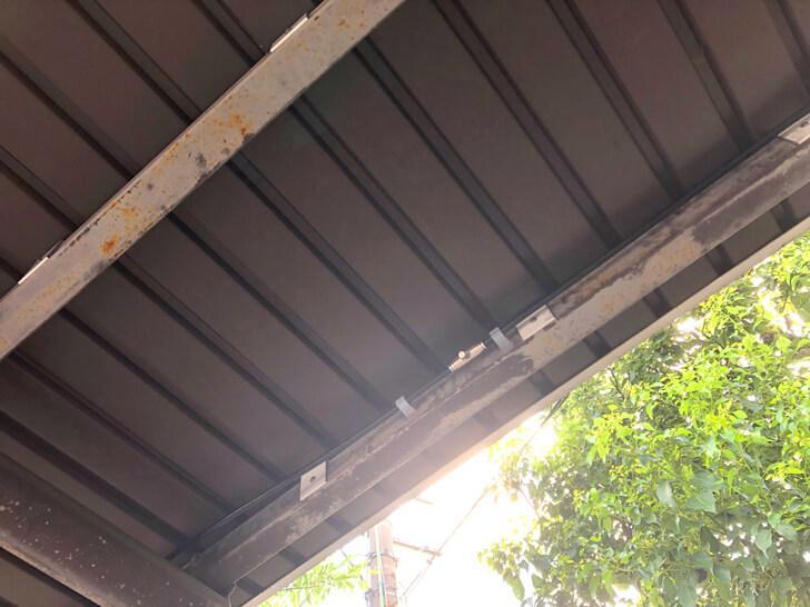 【猛暑対策】バス停に「微細ミスト装置」が設置されていました!! (2)