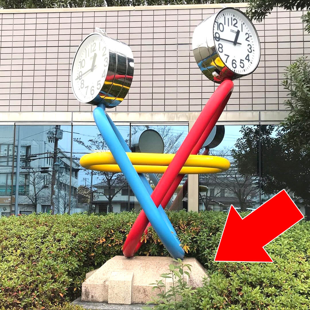 SAYAKAホールの正面玄関付にある時計のモニュメント「フレンドサークル」11-(2) (1)