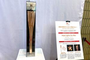 東京2020オリンピック「聖火トーチ」が、大阪狭山市役所にて展示-(7)