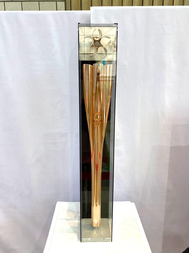 東京2020オリンピック「聖火トーチ」が、大阪狭山市役所にて展示-(6)