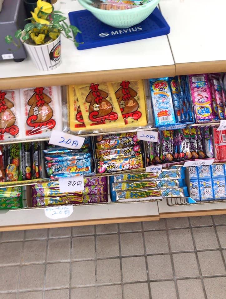 【東野中3丁目】昔ながらの駄菓子が並ぶ「上信商店」に寄り道しました (1)