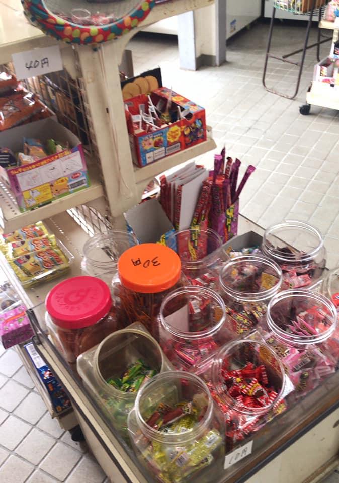 【東野中3丁目】昔ながらの駄菓子が並ぶ「上信商店」に寄り道しました (10)