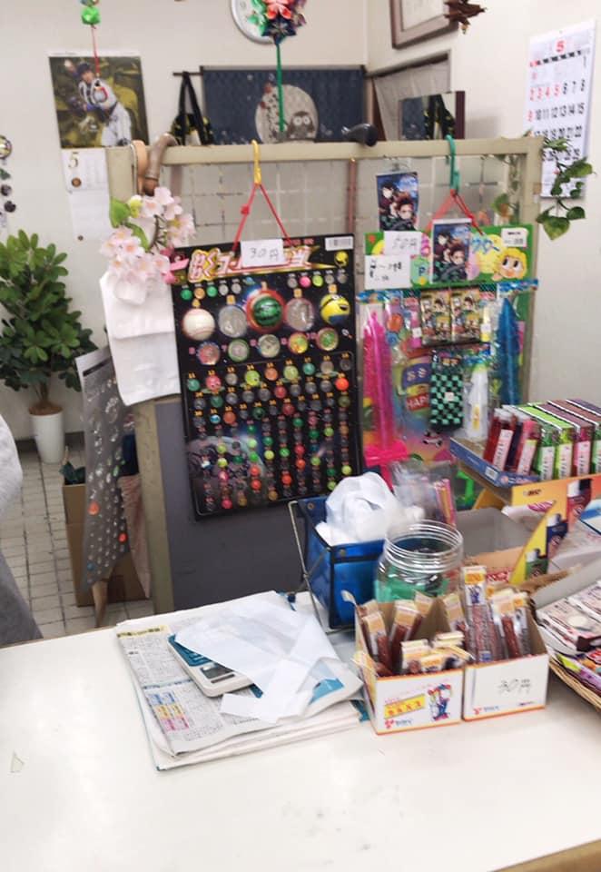 【東野中3丁目】昔ながらの駄菓子が並ぶ「上信商店」に寄り道しました (2)