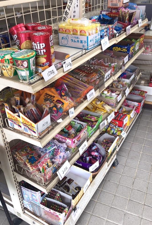 【東野中3丁目】昔ながらの駄菓子が並ぶ「上信商店」に寄り道しました (9)